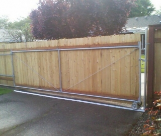 Residential 6ft Cedar roll gate