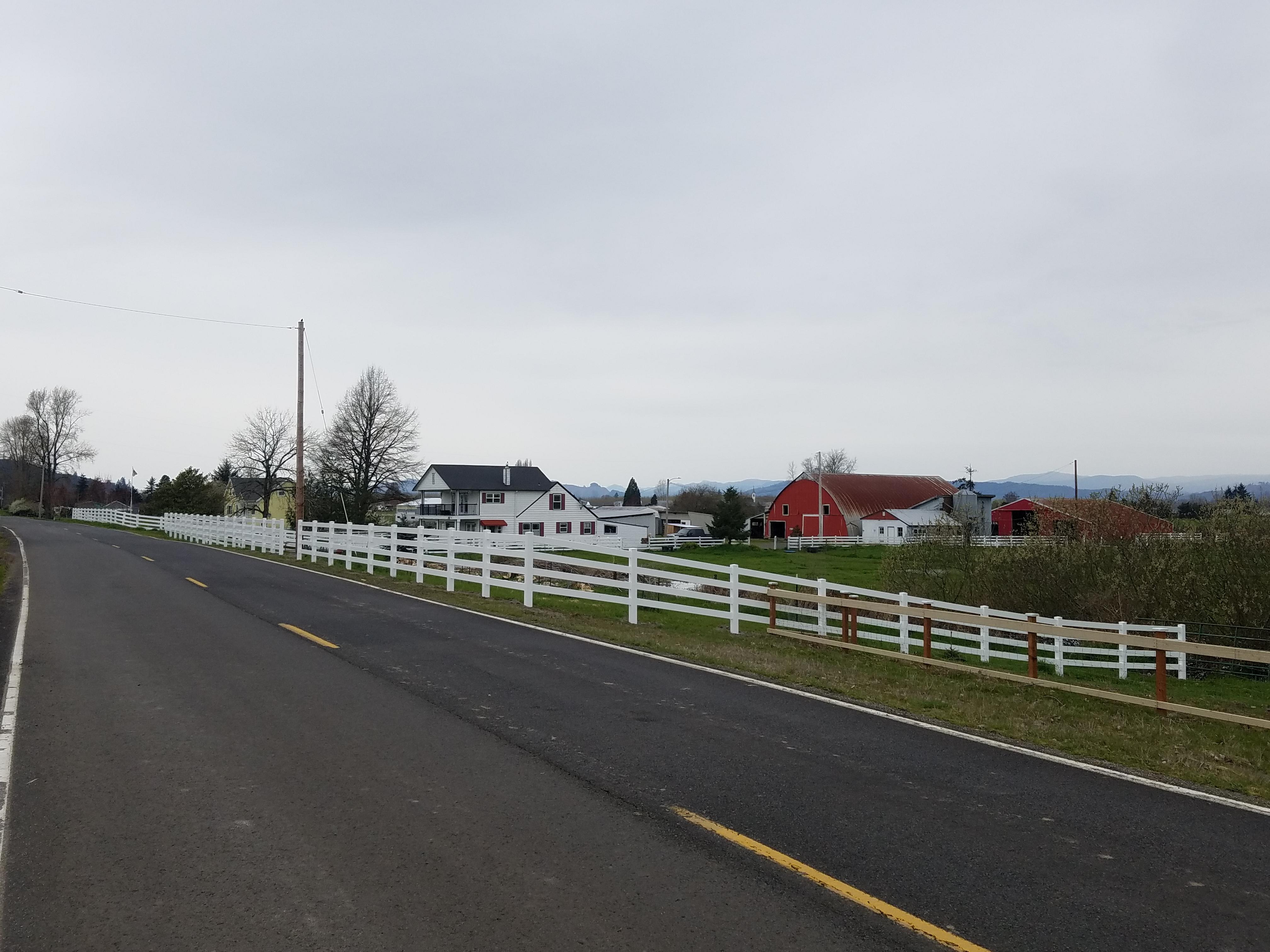 residential 5ft 4-rail vinyl fence