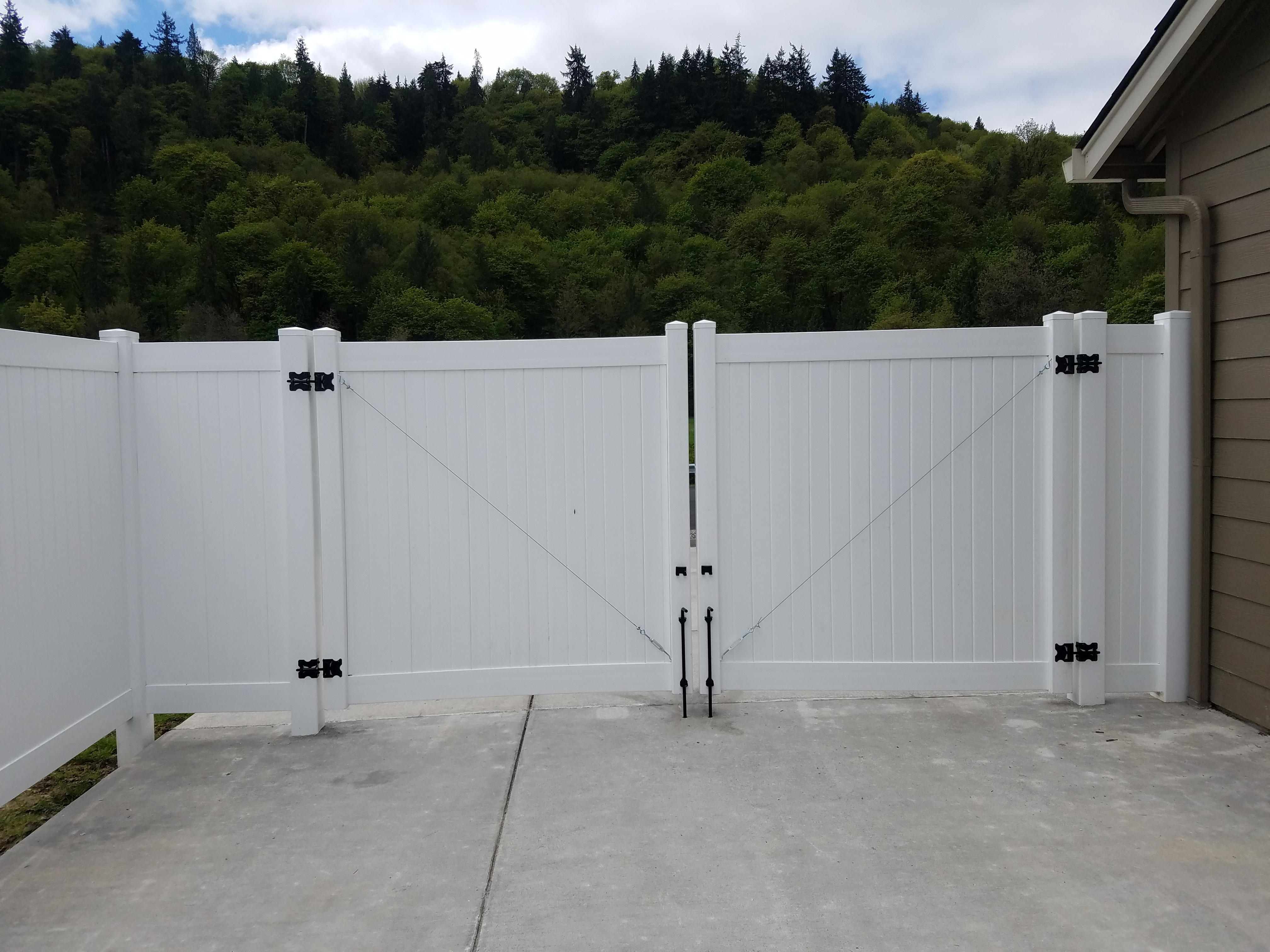 residential 6ft privacy vinyl double swing gate.
