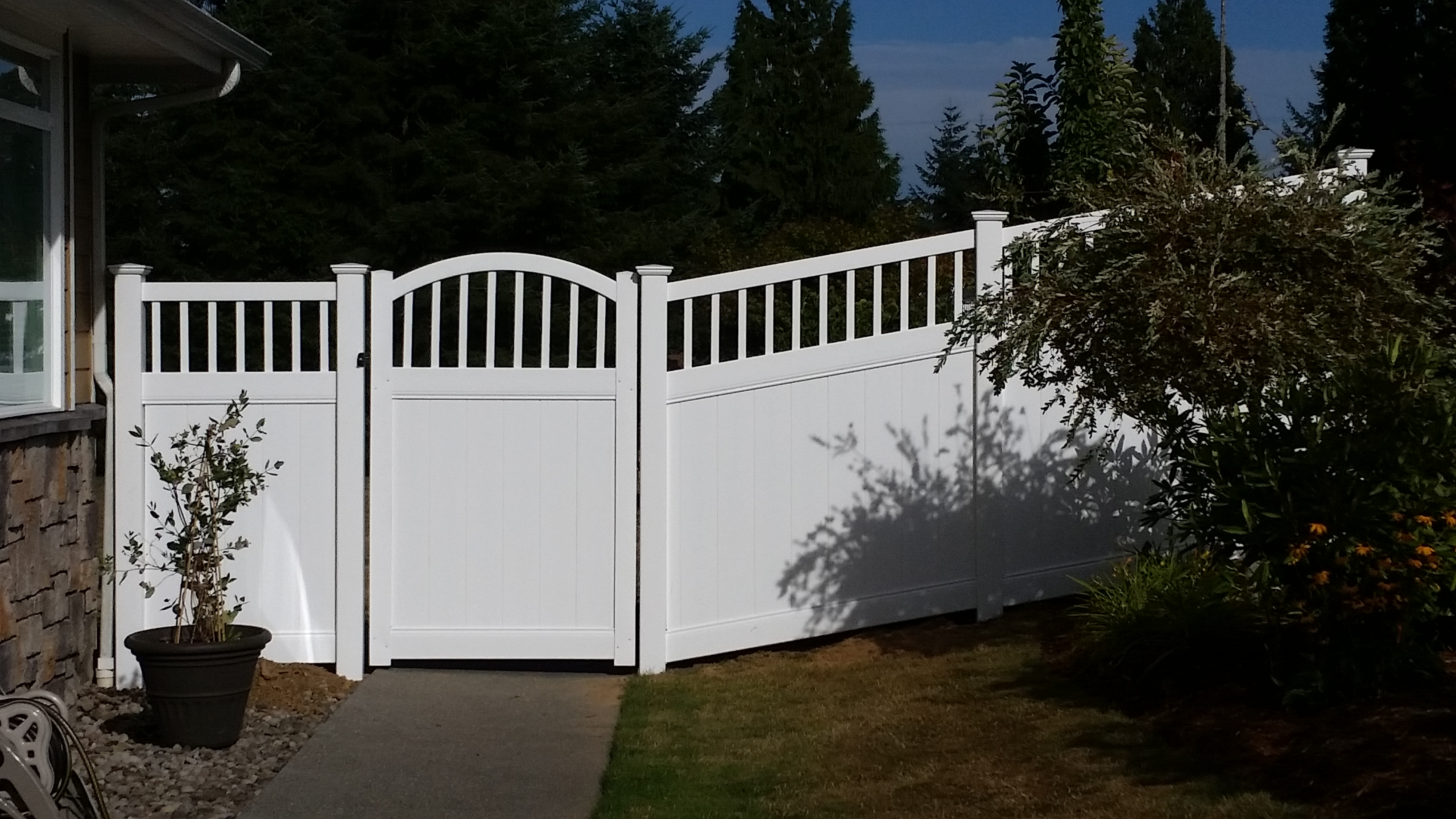 residential 6ft privacy vinyl walk gate